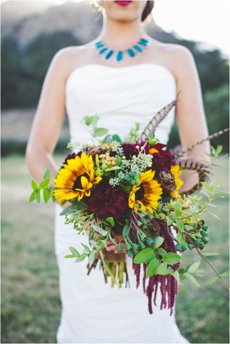 dramatic-bouquet-with-feathers-sarah-kathleen-photography