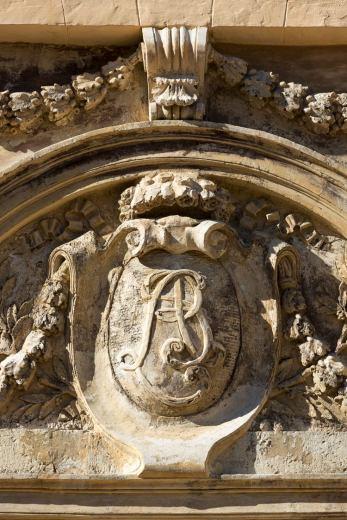 Chateau-la-Jaubertie-Blason-Facade