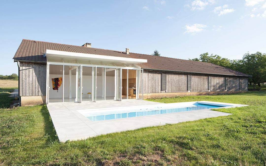 Architecture contemporaine implantée en milieu rural