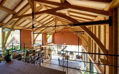 Matériaux bois et savoir-faire artisanal: un duo d'excellence pour construire un habitat bien-être