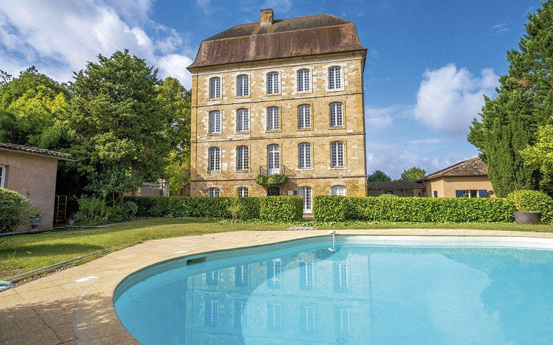 PAYS DE BELVÈS – Vallée de la Dordogne – Superbe château classé du XVIIIème siècle