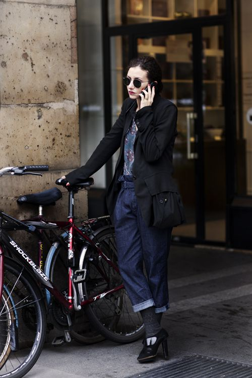 female wearing Ray-Ban RB3447 001