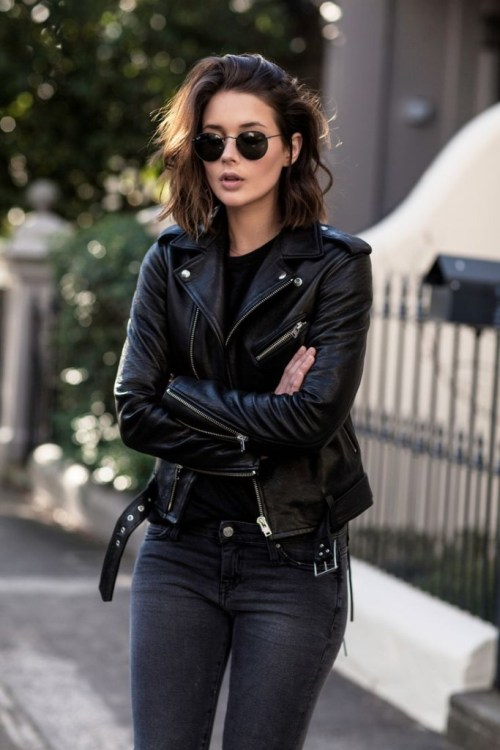 female wearing Ray-Ban RB3447 029