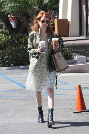 "Emma Robert wearing RayBan RB4246 ""CLUBROUND"""
