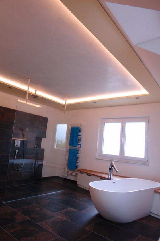 Bad mit Decken Leuchte