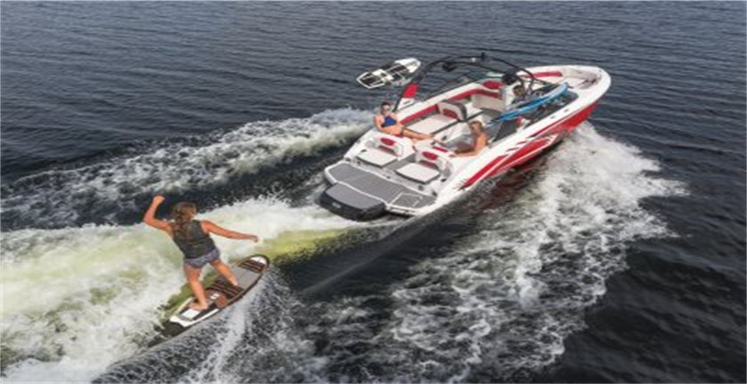 You are currently viewing Pros and Cons of Jet Boats