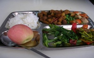 Read more about the article Pros and Cons of School Lunches