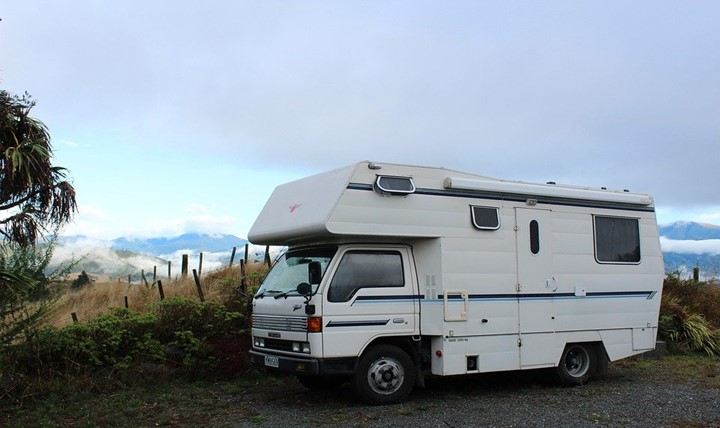 You are currently viewing Pros and cons of RV covers