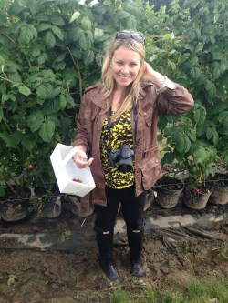 Prosecco and Pie Strawberry Picking at Brocksbushes (17)