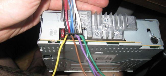 Μπορείτε να συνδέσετε ένα ενισχυτή σε ένα εργοστάσιο ραδιοφώνου