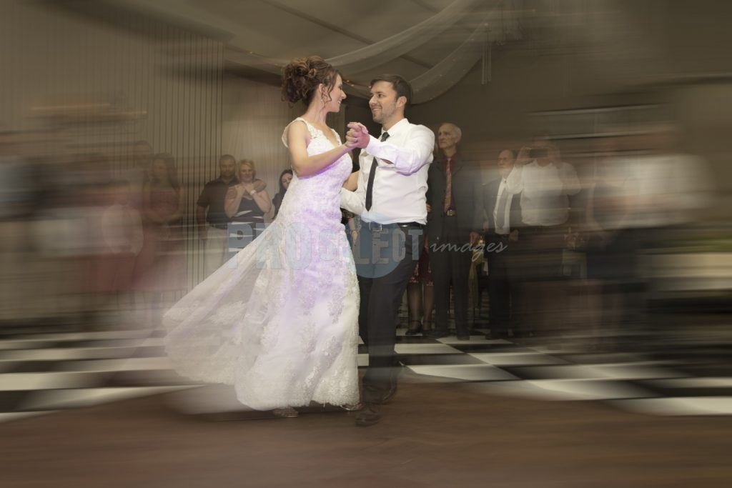 Bride and groom first dance | ProSelect-images