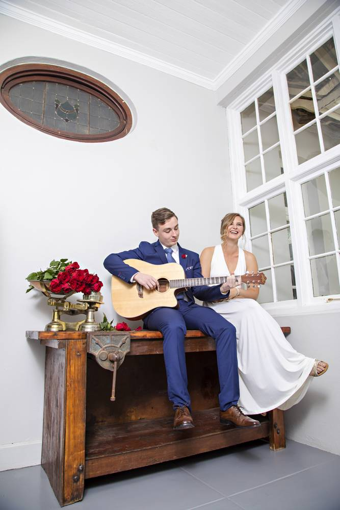 Couple singing_lifestyle and family photography