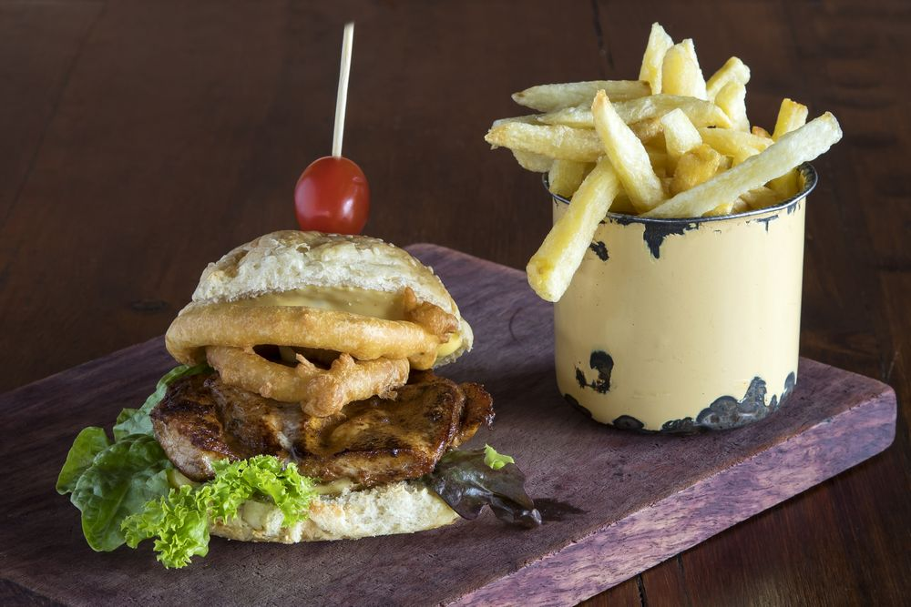 De Kloof Restaurant_Chicken burger and chips