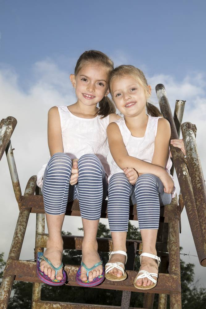 Sisters_family and lifestyle photography