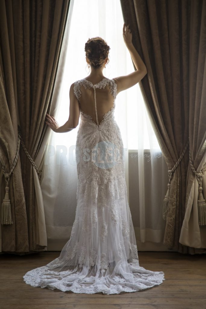 Bride standing before window | ProSelect-images
