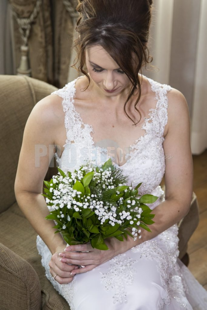 Bride with bouquet | ProSelect-images