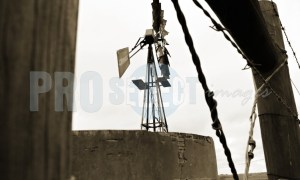 Windpump, dam and fence | ProSelect-images