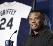 Mariners dealt Griffey at right time