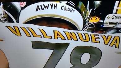 Photo of Steelers' Alejandro Villanueva Goes Against Team Plans, Honored Military Hero Alwyn Cashe on Back of Helmet on Monday Night Football