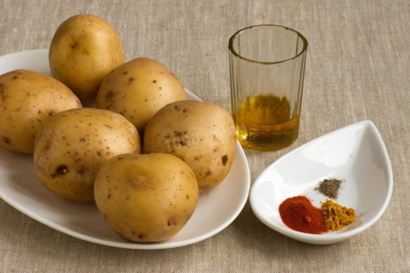 Картопля з курячими крильцями - готуємо в духовці