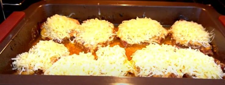 М'ясо мариную в томатній пасті і запікаю в духовці: мій улюблений варіант