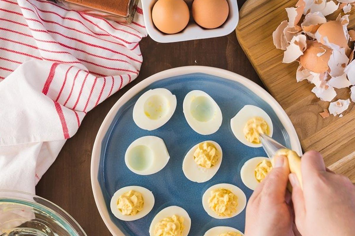 Фірмові фаршировані яйця, які готує свекруха