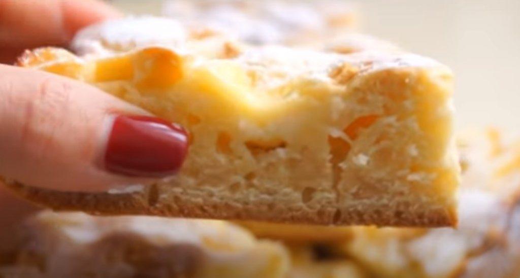 І торта не треба. З яблуками і кремом цей пиріг просто незрівнянний: простий і швидкий