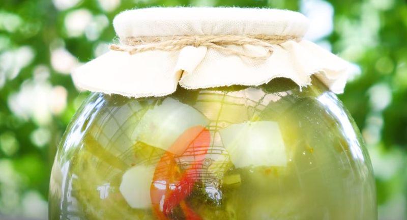 Солоні (квашені) огірки на зиму, як з бочки. 2 методи приготування і зберігання