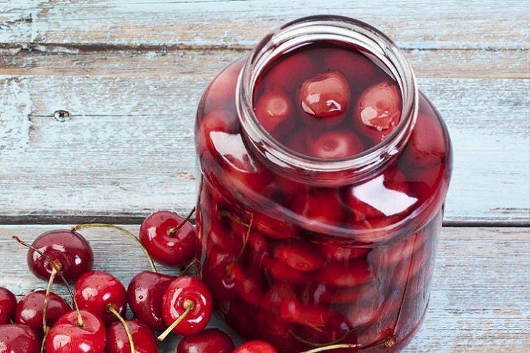 20 простих рецептів вишні у власному соку на зиму