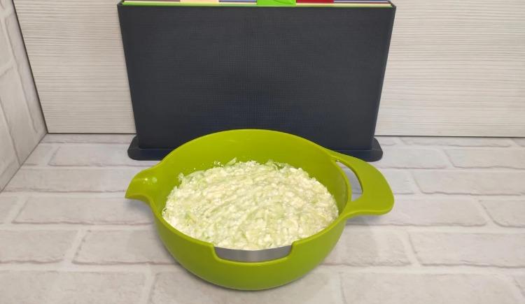 Новий рецепт з кабачків: смачніше, ніж оладки, тільки простіше і смажити не потрібно