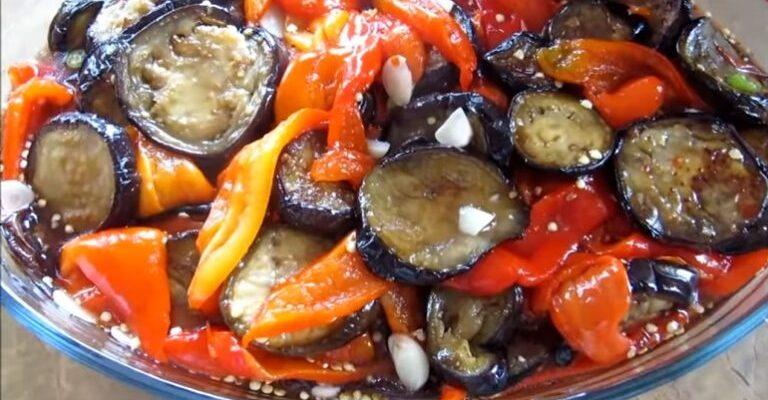 Зимовий делікатес з баночки – мариновані баклажани з болгарським перцем