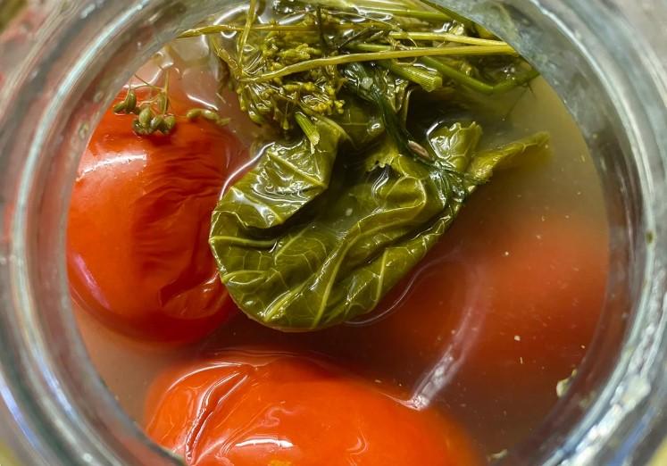 Квашу помідори в каструлі за три дні. Виходять, як з бочки – і смак, і вигляд, і аромат