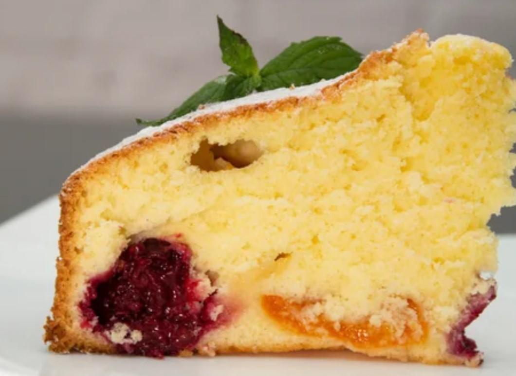 Пиріг на молоці - рівномірно випікається, не опускається. М'який, в міру вологий і легкий в приготуванні