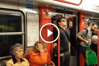 Пассажиры, как обычно, ехали в метро. То, что произошло дальше, шокирует!
