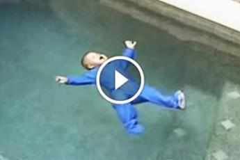 Упав в бассейн, малыш спас жизнь сотням других детей!