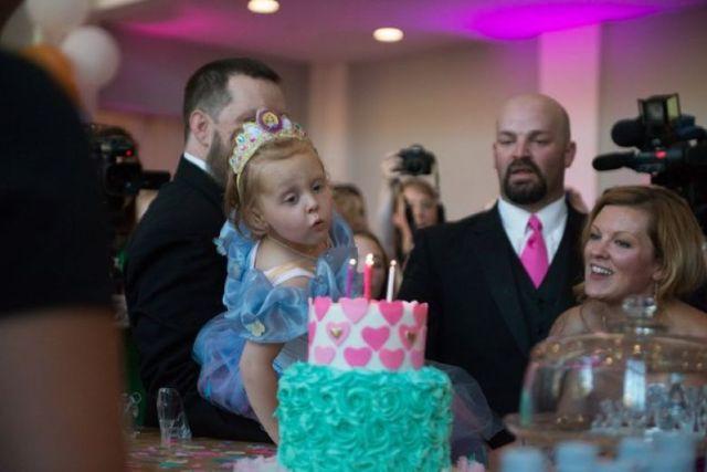 Родители знали, что у дочери это последний День Рождения, и устроили для нее грандиозный праздник!