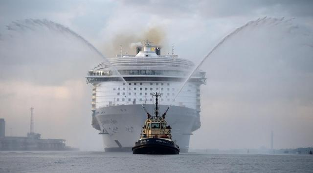 На воду сошел наибольший круизный лайнер в истории судостроительства. Взгляните, что внутри него!