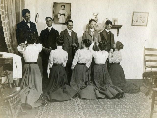 20 невообразимых, нелогичных и довольно жутковатых снимков из прошлого