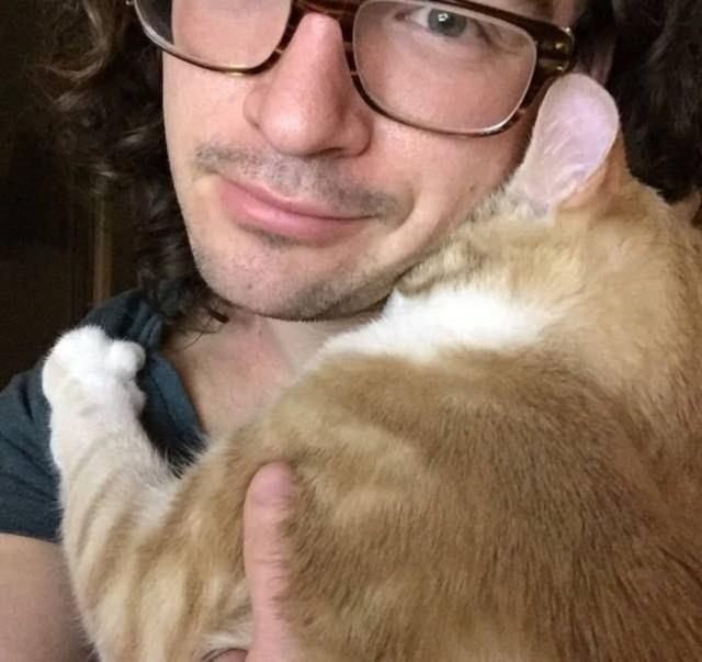 Парень взял котенка из приюта. Вот, что сделало животное, оказавшись дома у хозяина…