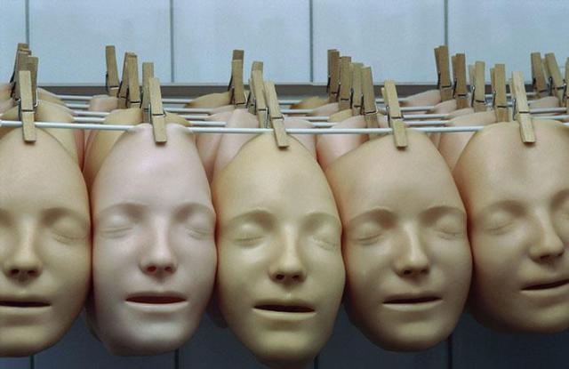 Посмертная маска этой девочки названа «самым поцелованным лицом»
