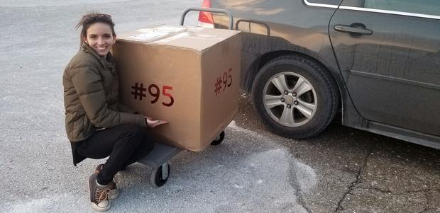 Девушка получила подарок от Тайного Санты — им оказался Билл Гейтс, и его презент весит 36 килограммов