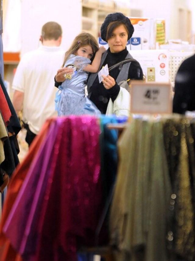 """""""Ищут скидки, ждут акций"""": Звезды, которые делают покупки в обычных магазинах"""