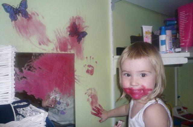 """""""Ни на минуту нельзя оставить!"""": Дети, которые решили поиграться маминой косметикой"""