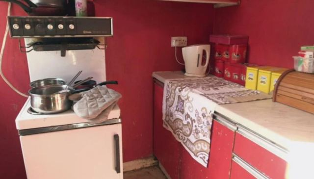 Женщина не убирала в своей квартире 9 лет, но клиринговая компания помогла ей