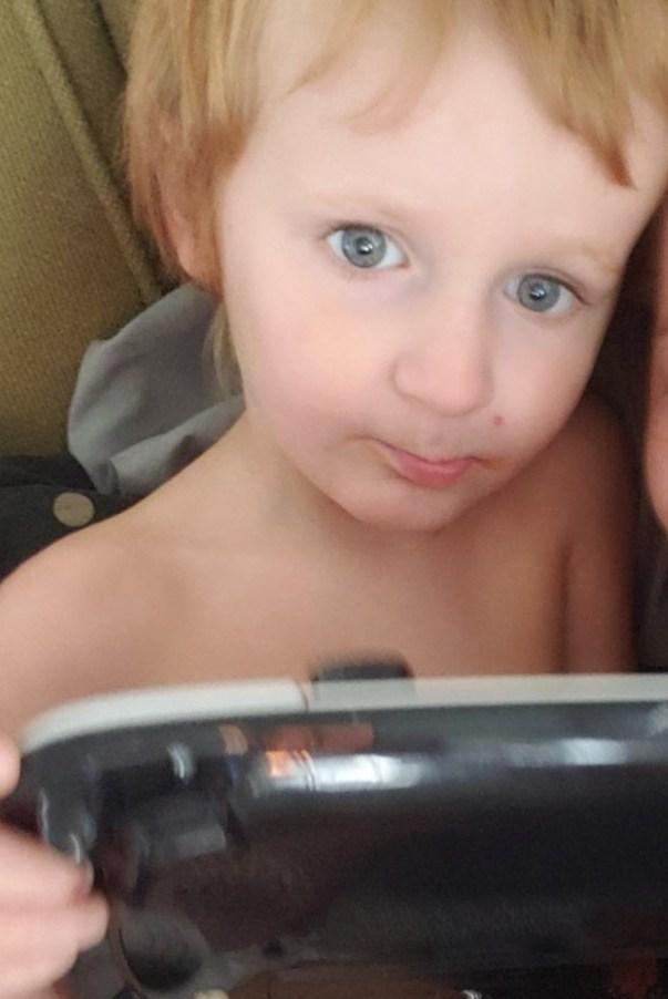 В США нашли пропавшего малыша с аутизмом. О нем заботились собаки