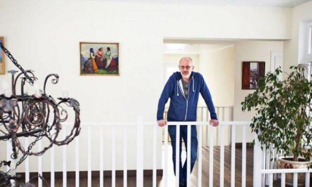 """""""Шикарно"""": Как обустроен двухэтажный особняк телеведущего Александра Гордона"""