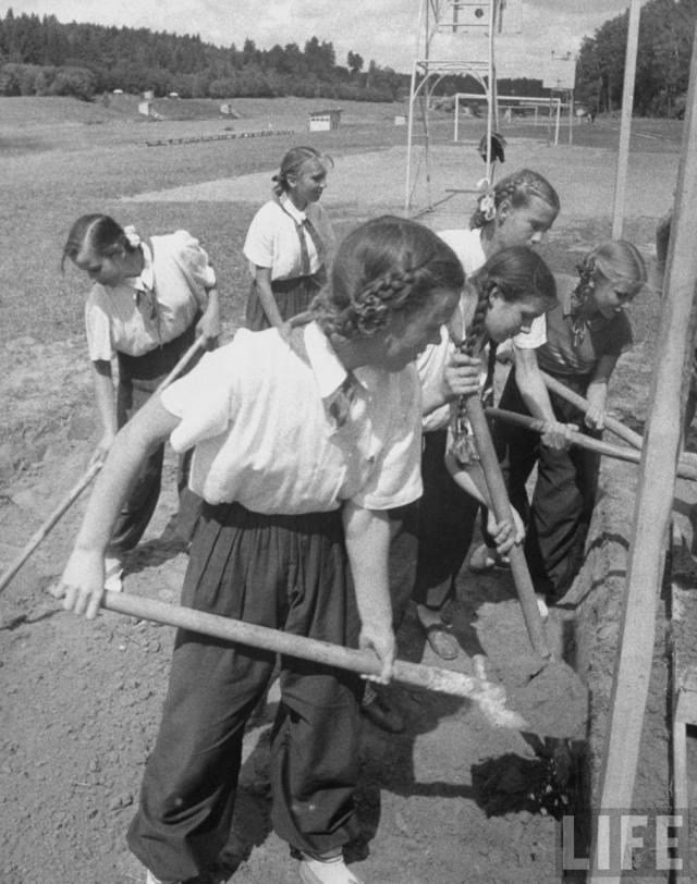 Чем в 1959 году американцев восхитили фотографии обычных советских женщин
