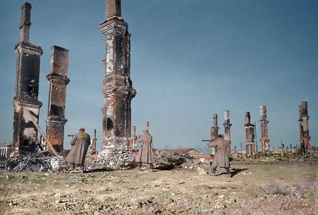 «Как живые» 15 колоризированных фотографий времен Великой Отечественной