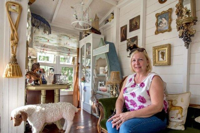 Мама переделала старый сарай в милый «девчачий» домик для отдыха