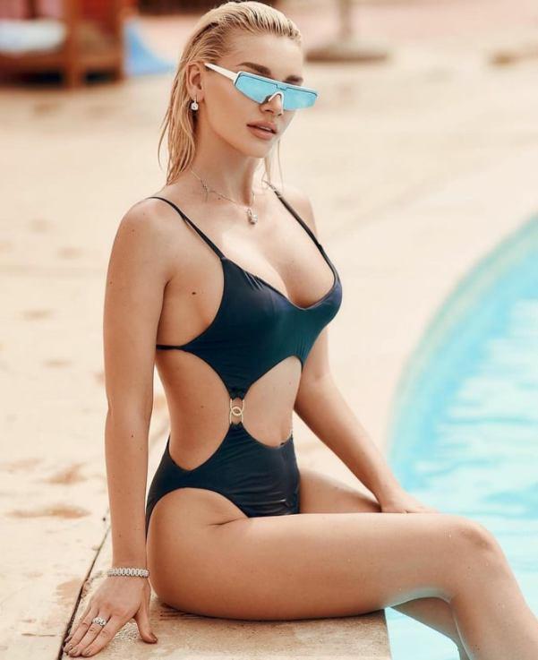 Идеал женской красоты. Экс-участница «ВИА Гры» Романова похвасталась смачными формами